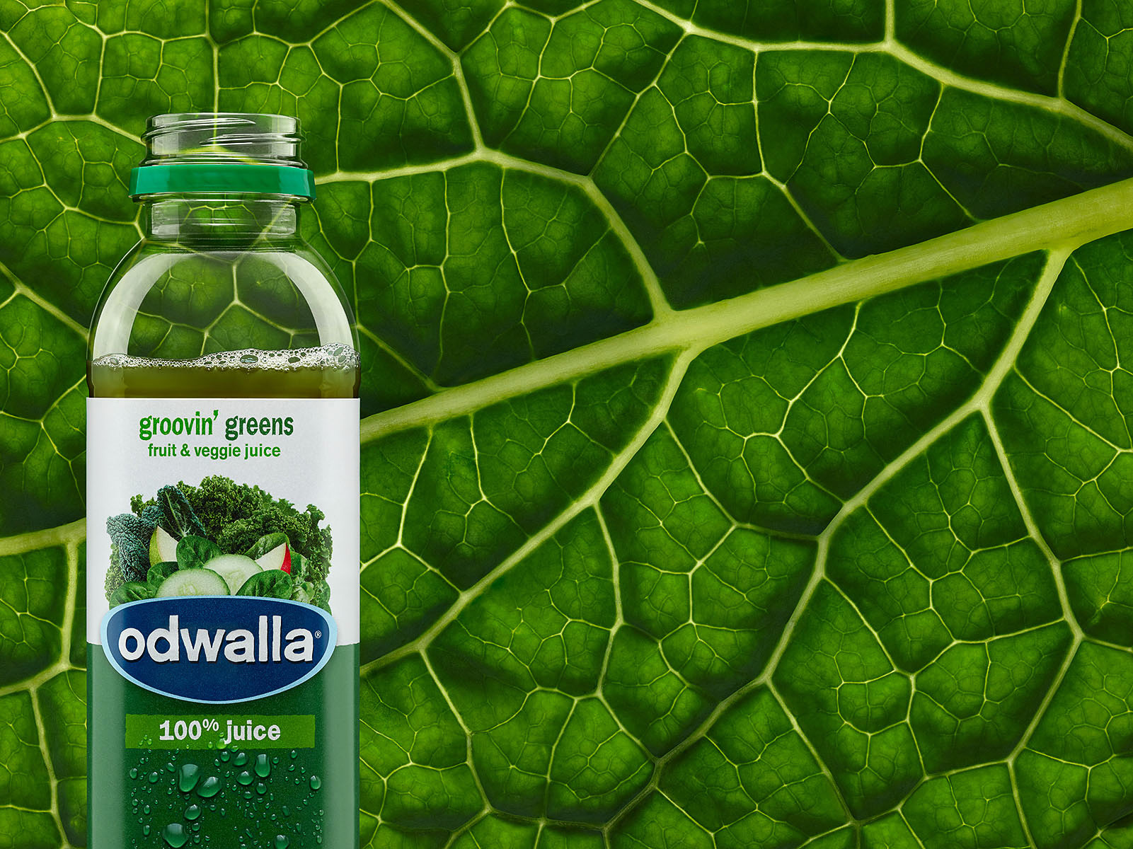 014_Odwalla_15oz_GroovinGreens_03_Droplets_Final-small-38